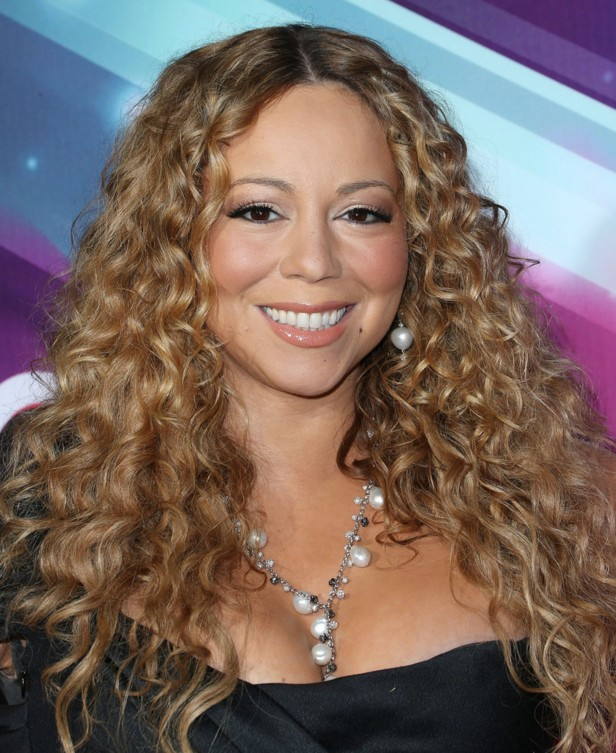 Mariah Carey Long Curly Hairstyle for Round Faces - Hairstyles Weekly