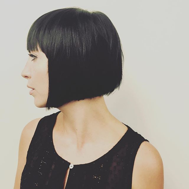 Short Black Graduated Bob Hairstyle with bangs