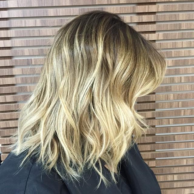 popular shoulder length hair ideas - the messy lob haircut