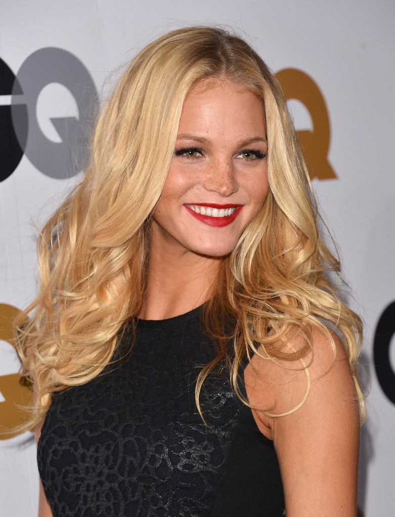 Model Erin Heatherton S Long Blonde Wavy Hairstyle