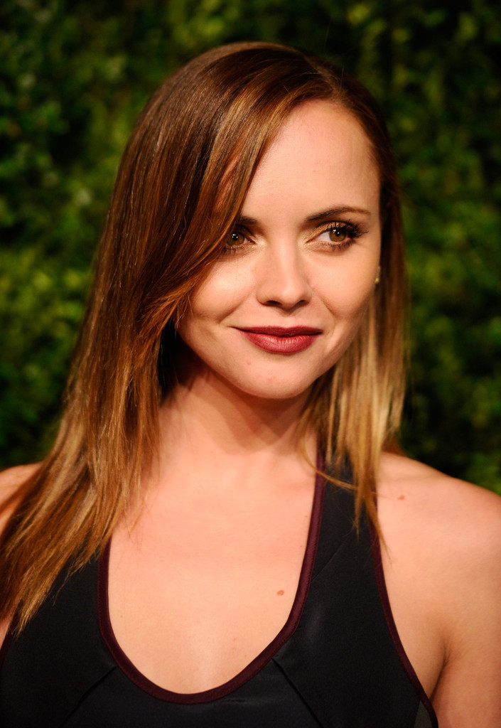 Christina Ricci Shoulder Length Straight Hairstyle Hairstyles Weekly