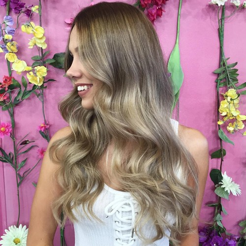 Elegant Blonde Curls