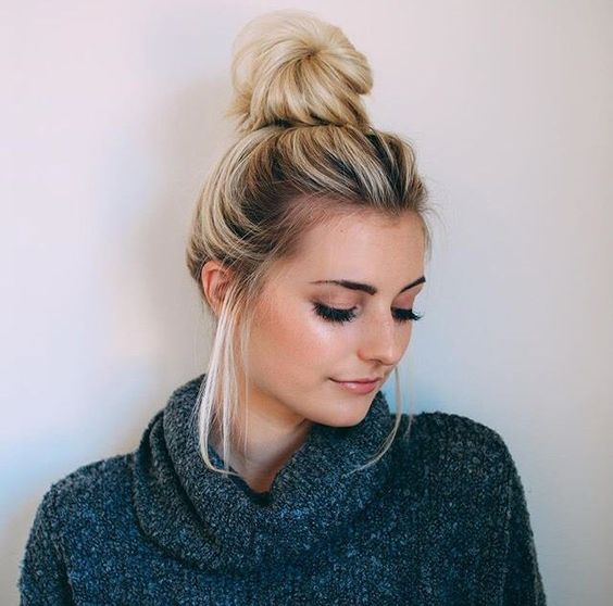 How To Wear A Messy Bun (With Tutorials )