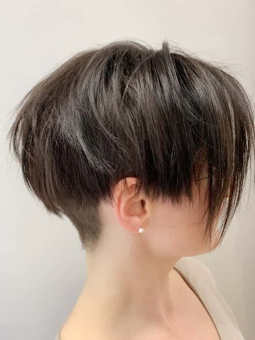 Chic Short Straight Haircuts for Women