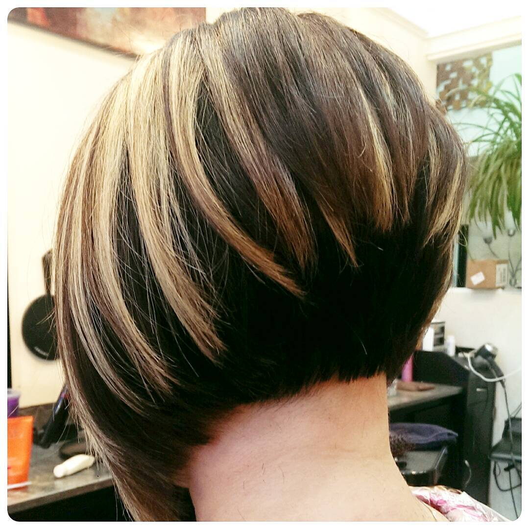 Stacked bob with bold blonde highlights 2022